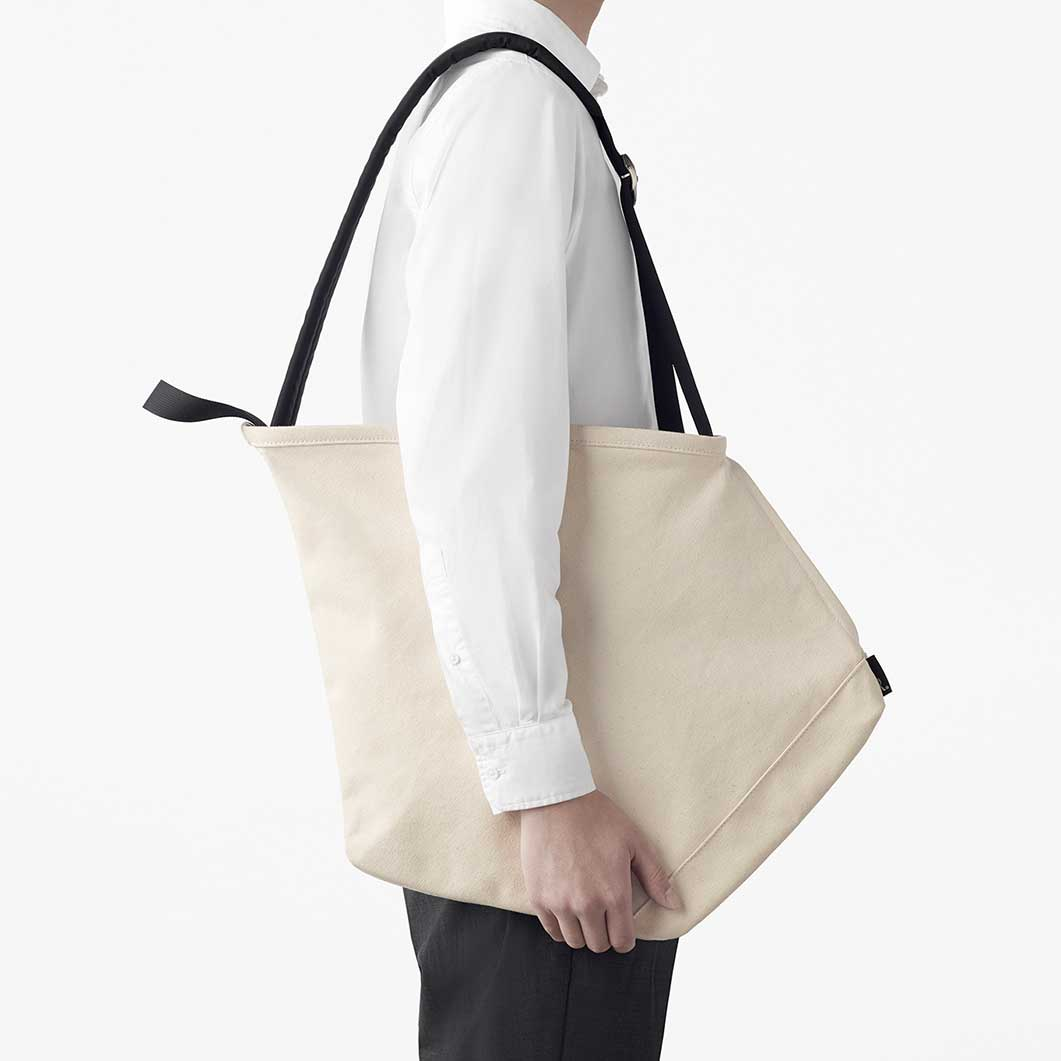 ruck−tote バッグ アイボリー